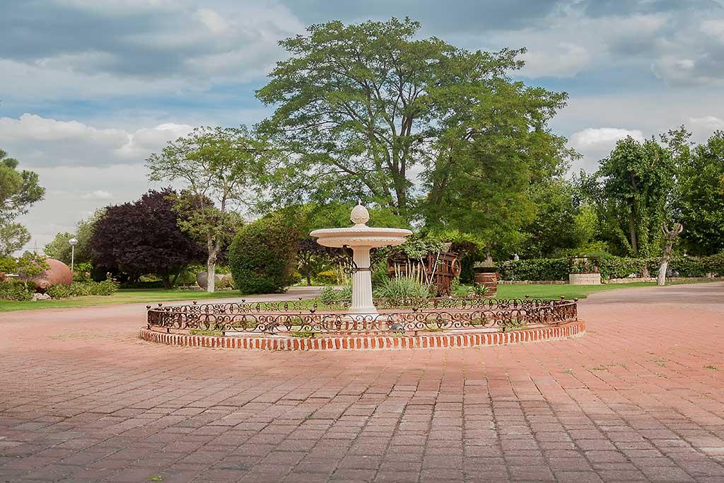 entrada a los jardines Los arcángeles